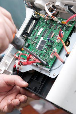 Gerätebau und Montage von Platinen